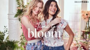 Time to bloom met LolaLiza
