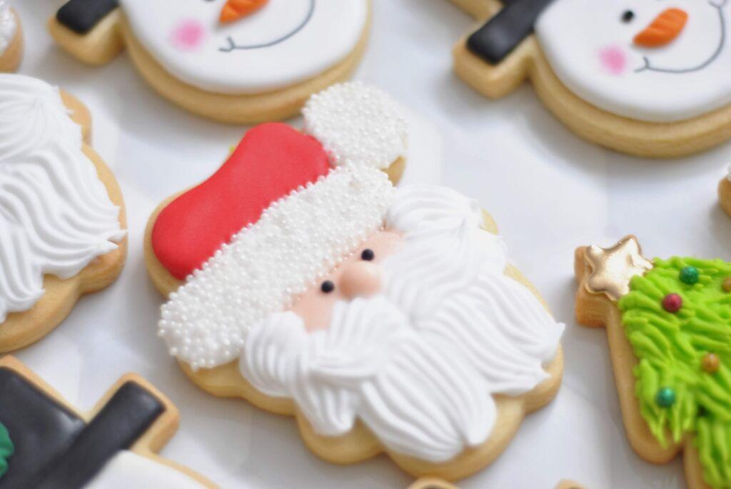 Hoe maak je kerstkoekjes? Deinzeshopping legt het je uit.